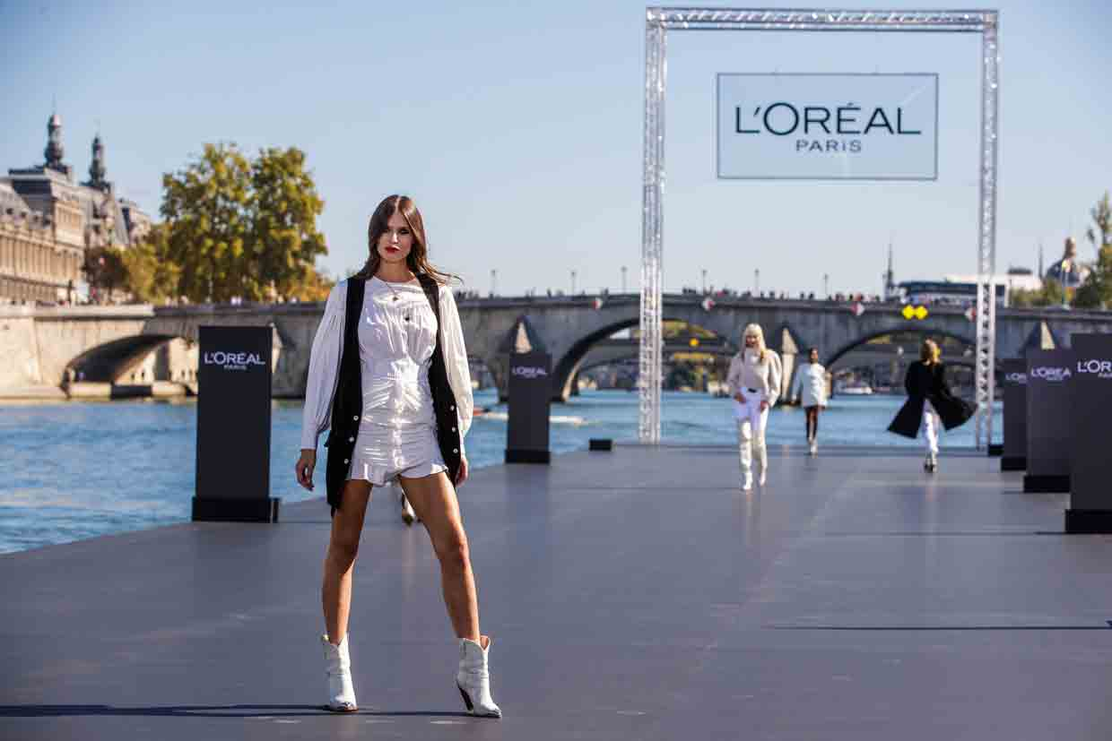 Desfile L'Oréal en el andén del rió Sena para la Paris Fashion Week 2018 - Fuente: Closer