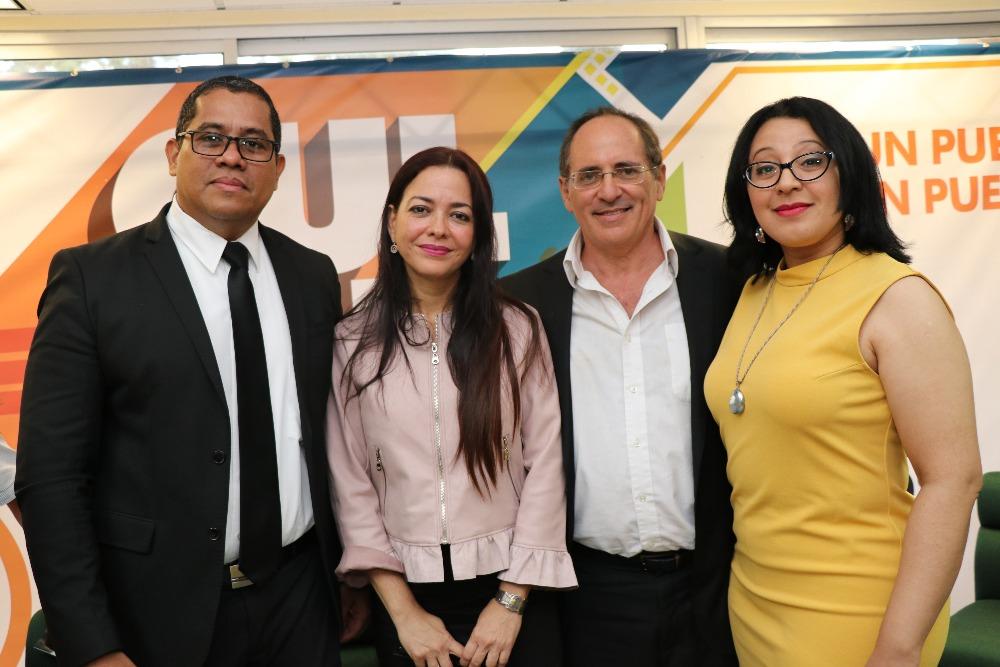 De izquierda a derecha: Ellis Newman, Ela Urriola, Gerardo Neugovsen y Katti Osorio